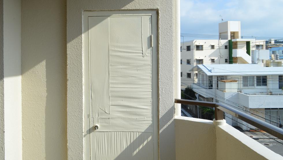 ベランダ・開かない謎のドア