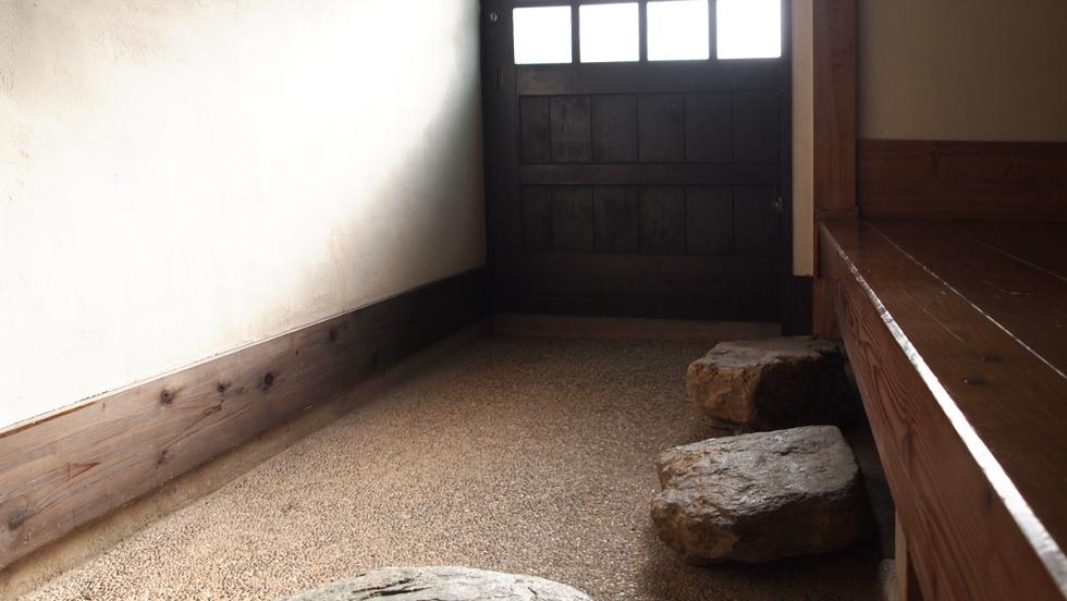 玄関土間(4帖)