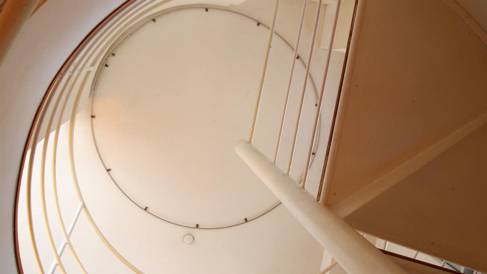 4階フロア螺旋階段真上のカーテンレール