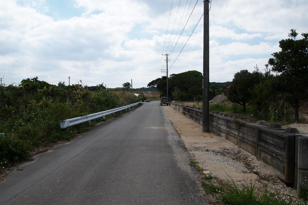 隣地と前面道路