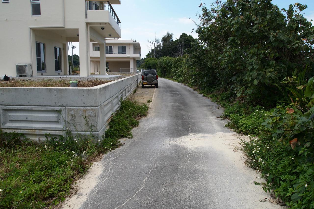 見た目は道路ですが、接道には注意事項