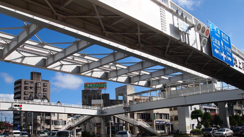 奥武山公園駅前交差点